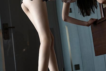 [IMISS爱蜜社]Vol.613_模特梦心月私房脱黑色皮裙露超薄无内肉丝裤袜秀翘臀诱惑写真63P