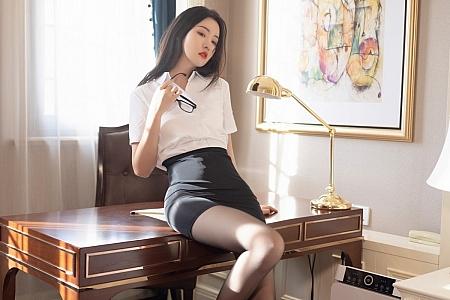 XiuRen第3669期_模特沈梦瑶经典OL制服白衬衣配黑短裙露超薄黑丝撩人诱惑写真61P