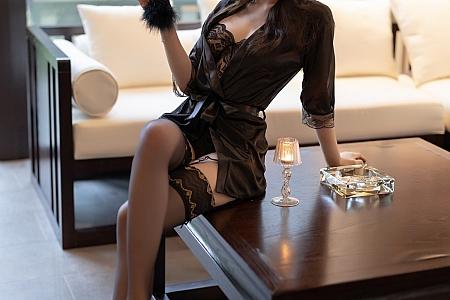 XiuRen第3685期_女神芝芝Booty黑色情趣内衣配蕾丝吊袜秀惹火身材诱惑写真88P
