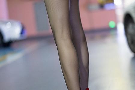 XiuRen第3700期_模特文芮jeninfer职场OL剧情主题半脱黑丝袜秀翘臀美腿诱惑写真58P