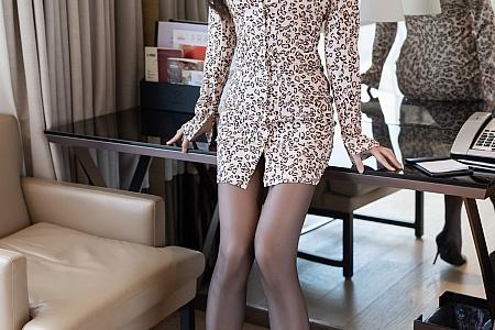 [IMISS爱蜜社]Vol.618_模特LindaLinda私房半脱露粉色内衣超薄黑丝完美诱惑写真50P