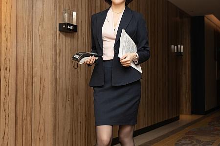 XiuRen第3745期_女神Angela小热巴保险销售主题开档黑丝裤袜秀翘臀美腿诱惑写真77P