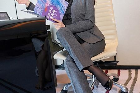 XiuRen第3773期_女神周于希Sandy经理职业装主题半脱露蕾丝情趣内衣诱惑写真70P