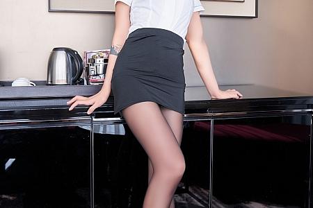 XiuRen第3778期_模特Emily尹菲典雅职业装露精致镂空内衣配黑丝袜极致魅惑写真60P