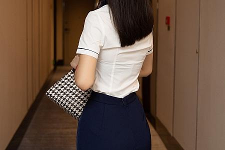 XiuRen第3860期_模特熊小诺阳朔旅拍白衬衫配黑短裙超薄黑丝裤袜极致魅惑写真88P
