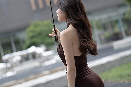 [XiaoYu画语界]Vol.601_女神芝芝Booty魅力礼裙半撩露丁字裤配黑丝吊袜秀翘臀诱惑写真96P
