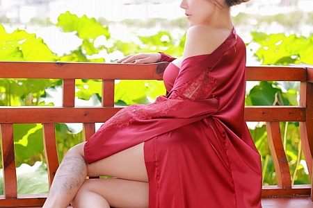 XiuRen第3862期_模特夏西CiCi荷花园主题脱古风服饰露豪乳荷花遮点撩人诱惑写真73P