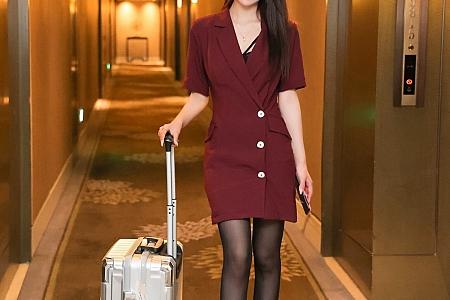 XiuRen第3863期_丽质模特周慕汐baby空姐制服主题酒店半脱露蕾丝内裤诱惑写真70P