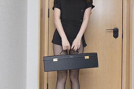 XiuRen第3865期_模特鱼子酱Fish暗黑护士主题黑色服饰配开档黑丝渔网魅惑写真76P